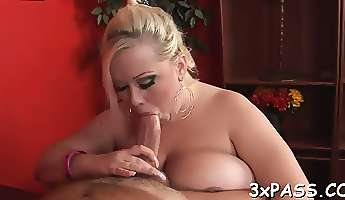 Guy cums on plump girlie after banging her very well
